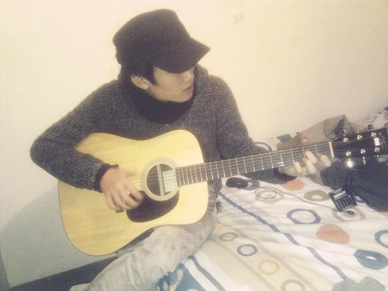 Zunwei Chen Playing Guitar